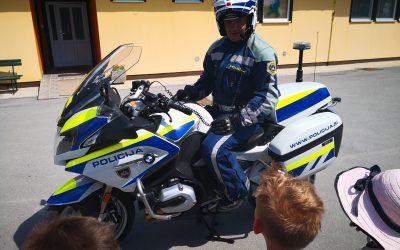 POLICIST NA MOTORJU PRI ČEBELICAH