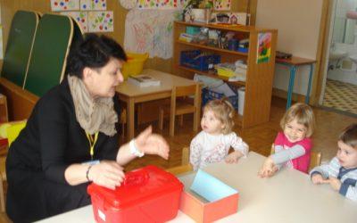 Z dipl. sestro Tatjano Gregorič utrjujemo sadje